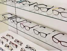 千葉県船橋市にある【アークメガネ】のホームページをご覧いただきありがとうございます。 当店は、2001年7月のオープン以来、船橋市松が丘で激安セット価格にてメガネを提供させていただいているメガネ専門店です。 常時在庫2000本以上のフレームのほとんどが5,400円セット。 リーズナブルながら、お似合いのメガネがきっと見つかりますよ。 新京成線「北習志野駅」・「高根木戸駅」が最寄り駅ですので、是非一度ご来店ください。